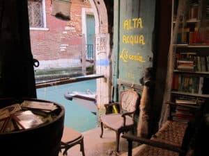 vsiite venise librairie acqua alta