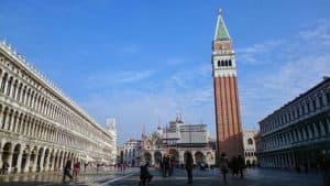 Venedig Must See : der Markusplatz mit seinem Campanile und dem Dom