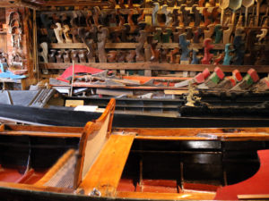 Gondola a Venezia nello squero