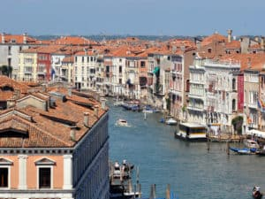 Vista sul Canal Grande e sestieri San Polo e Cannareggio