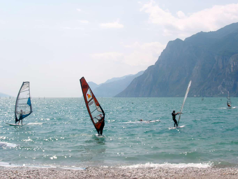 Cosa fare a Verona? Praticare windsurf al lago di Garda!