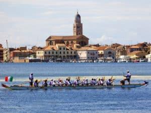 Cosa vedere in Veneto? Citta` di Chioggia dal Dragon boat