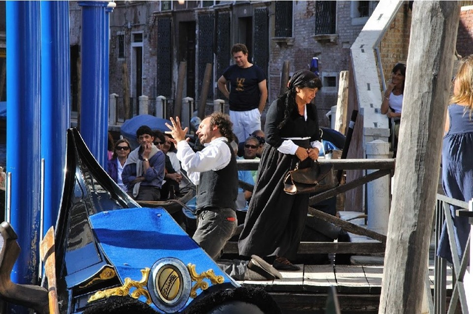 teatro a venezia in barca