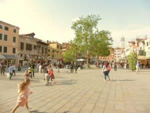 Tour con Guida nella Venezia autentica: Itinerario da Piazzale Roma