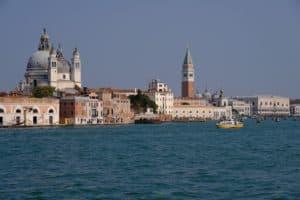 Da Piazzale Roma a Piazza San Marco: tour diretto con guida!