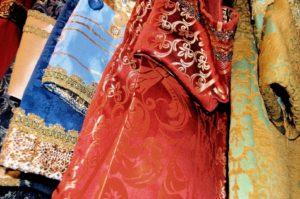 Atelier. Scelta abiti carnevale veneziano