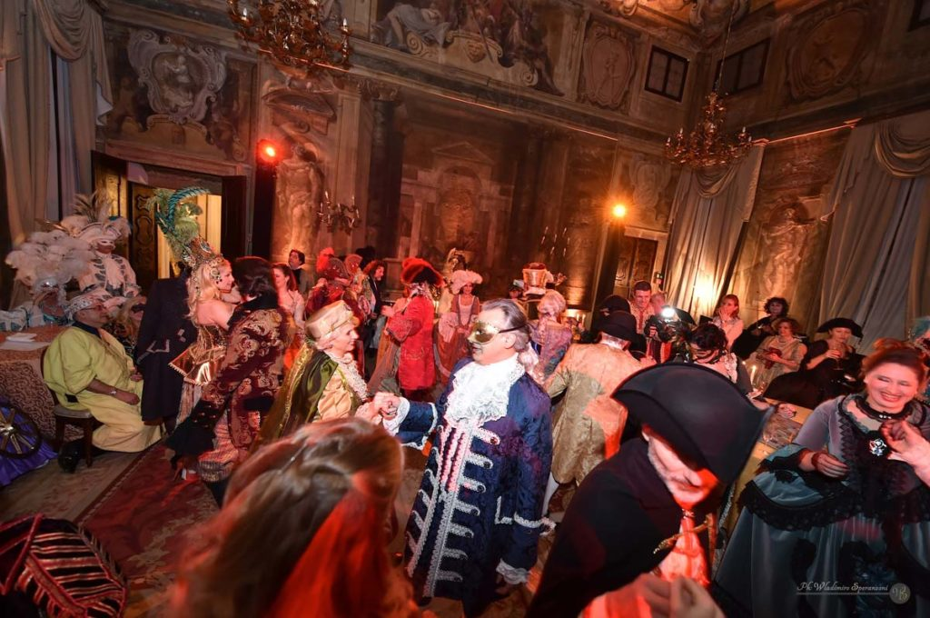 Ballo di Carnevale in un palazzo