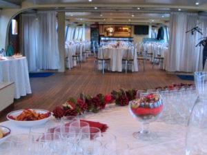 Cena a Venezia in barca in laguna