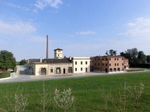 esterno della distilleria Poli