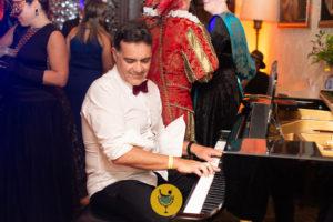 pianista con pianoforte
