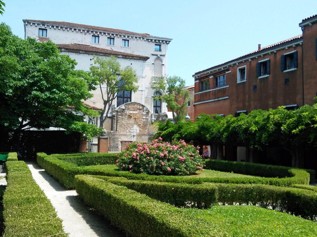 guida venezia giardini segreti