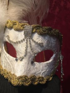 Crea una maschera artigianale in atelier a Venezia