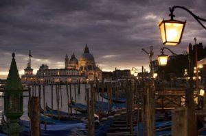 Venezia di Notte: Giro in Gondola