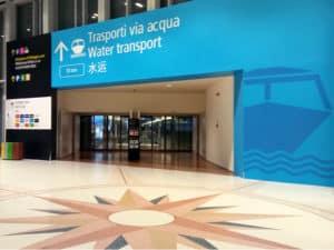 Inizio del percorso per prendere taxi acqueo per raggiungere Venezia dall`aeroporto Marco Polo