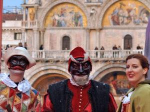 Carnevale di Venezia. Maschere di Pantalone, Arlechino e Colombina