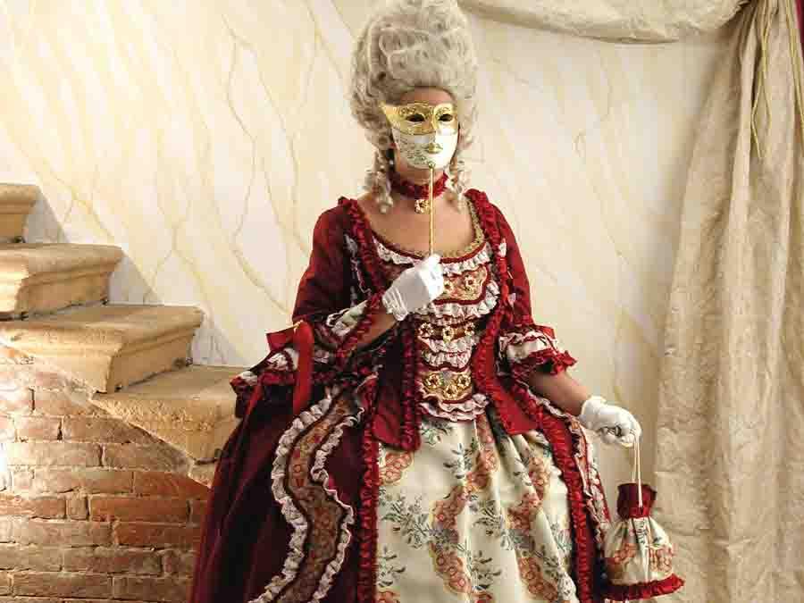 Vestiti di Carnevale veneziano. Noleggio