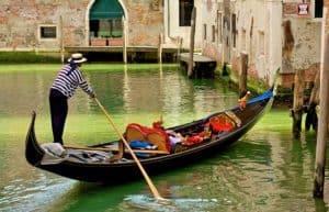 kids in gondola