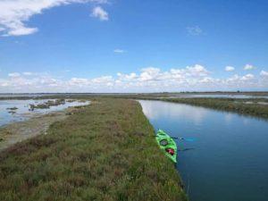un kayak verde nella laguna nord
