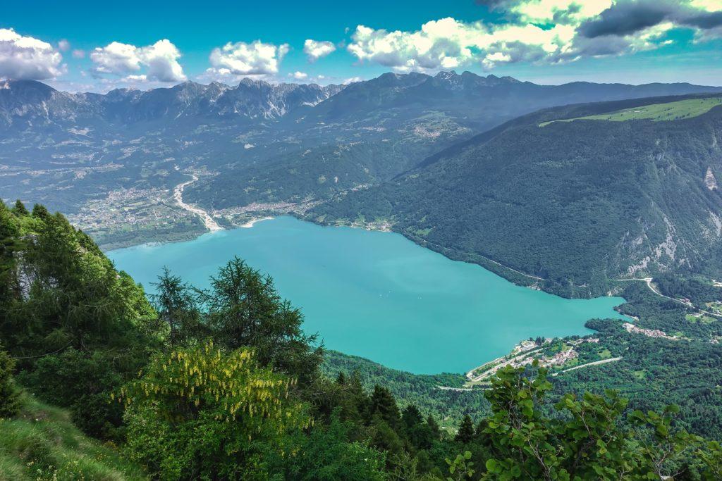 lago_di_santa_croce_alpago_vivovenetia.jpg