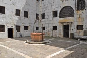 Visita prigioni Venezia. Cortile interno